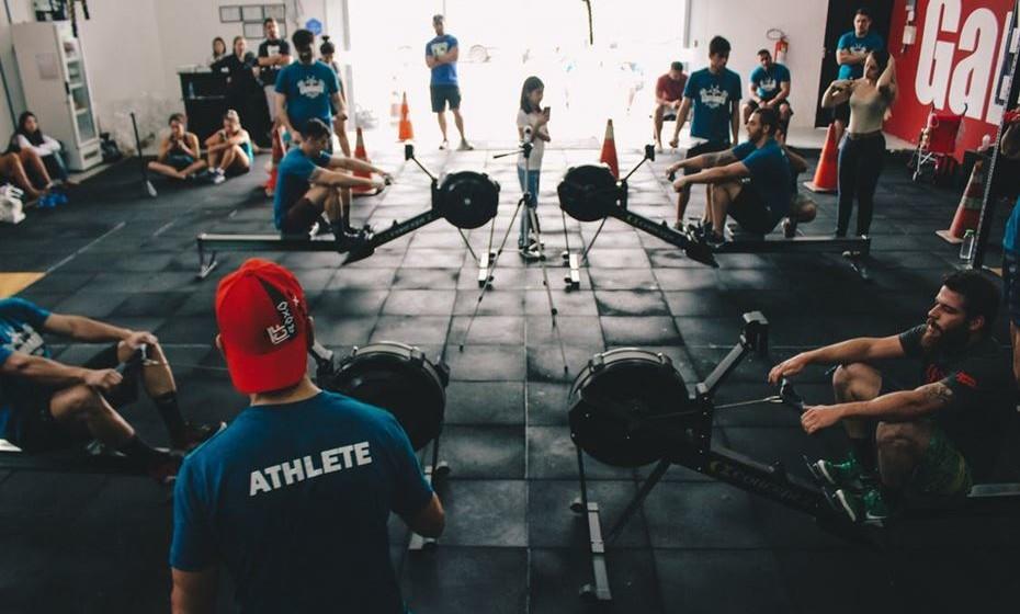 1 – HIIT - O treino de alta intensidade pressupõe sequências (intensas) de curta duração de atividade física seguidas de um curto período de descanso ou recuperação. Estes programas de exercício são normalmente realizados em menos de 30 minutos.