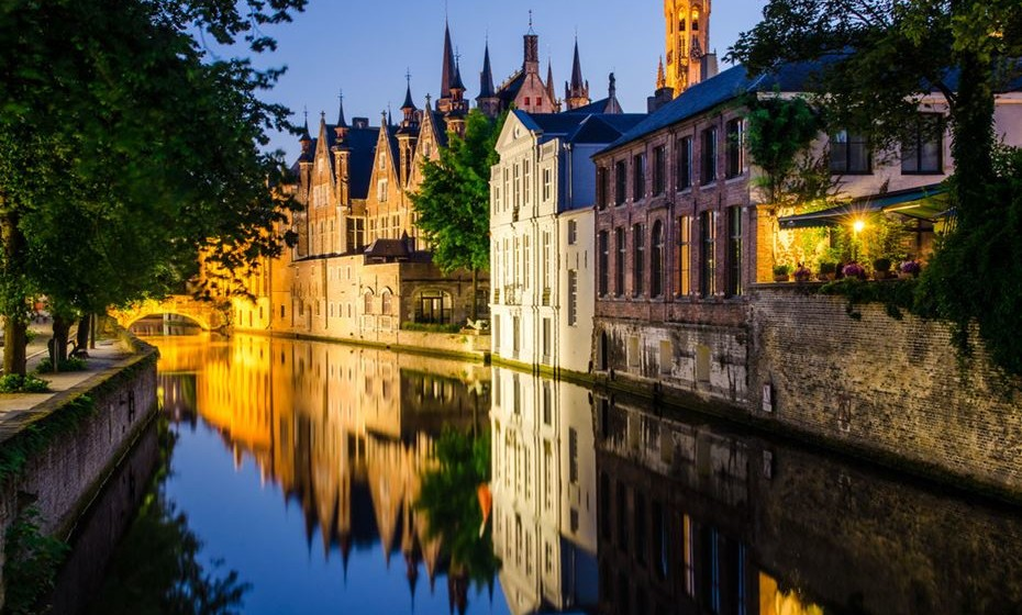10 – Bruges, Bélgica - Verão ou inverno, manhã ou noite, sol ou chuva ... esta localidade tem a capacidade apaixonante de causar sempre uma impressionante impressão. Vai experimentar?