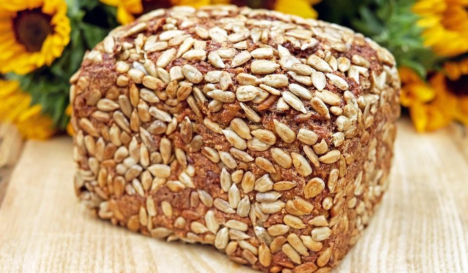 Não comer fibra o suficiente – Também a fibra ajuda a sentir saciedade durante mais tempo. Um estudo mostrou que comer um extra de 14 gramas de fibra por dia pode diminuir a ingestão de calorias até 10%. Isso poderia levar a uma perda de até 4,2 kg ao longo de quatro meses.