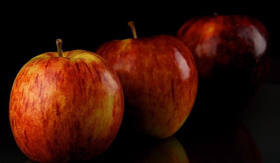 Não comer fruta e vegetais suficientes - Isto pode estar a engorda-la. Estes alimentos estão carregados de nutrientes e são baixos em calorias, o que é ótimo para sua cintura. Por isso, ingira-os em boas quantidades.