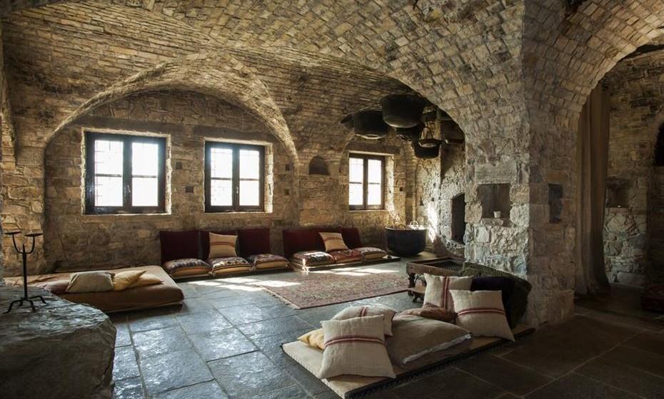 Eremito – Este antigo mosteiro localizado em Umbria, Itália, é um bom exemplo dos 'novos mosteiros de bem-estar'. Com 7000 hectares de natureza intocada, tem o seu foco na meditação, ioga, caminhadas, leitura, etc.