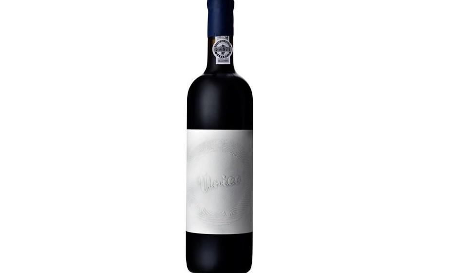 E porque a ocasião é especial, esta proposta é um vinho com perfil exclusivo e de qualidade superior. O Conceito Único Tinto, produzido do Douro pela jovem enóloga Rita Marques, faz justiça ao nome, no copo e na prateleira. Existem apenas 3 mil exemplares deste vinho. PVP 75 EUR.
