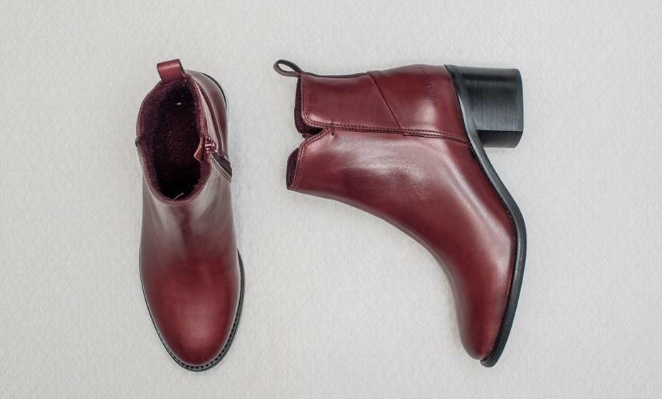Ten Points é uma marca de calçado. Todos os sapatos que criam são projetados e feitos à mão na Europa, usando métodos de produção sustentáveis e práticas comerciais justas.