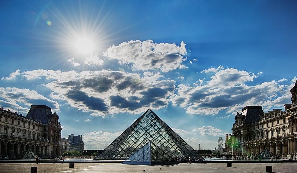 7 – Museu do Louvre, Paris, França