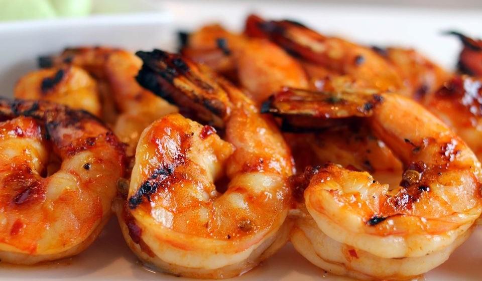 Frito, grelhado, à Guilho, no arroz de marisco… o camarão faz parte das iguarias preferidas dos portugueses. Veja como escolher camarão, segundo as recomendações dos nutricionistas.