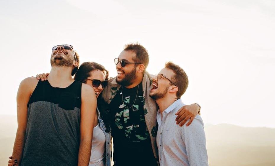 """4.Co-branding - Da mesma forma que os consumidores se habituaram a uma economia conjunta e partilham com naturalidade o carro, a casa ou as férias, as marcas também """"aproveitam a boleia"""" e partilham cada vez mais esforços entre elas. Determinadas parcerias permitem que as marcas promovam mutuamente os seus valores, desenvolvam novos produtos ou partilhem informações de clientes com empresas que ofereçam diferentes produtos, mas dentro do mesmo segmento de mercado, ajudando-as a reforçar a sua credibilidade e a ampliar os seus mercados. No entanto, o co-branding, além de uma oportunidade, também representa vários riscos, e, por isso, é fundamental que exista uma congruência e uma complementaridade prévia entre as marcas que se associam."""