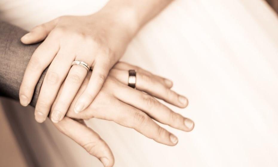Estar casado também aumenta as hipóteses de viver uma vida mais longa e saudável. O seu cônjuge é um parceiro de vida, um membro da tribo. E aqueles que têm tribos vivem mais e sofrem de menos doenças.