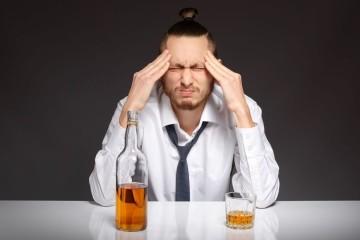 A pior parte de uma festa com alguns excessos é a manhã seguinte, quando acompanhada de uma ressaca nada agradável. Veja aqui as dicas da 'Authority Nutrition' para combater os sintomas.