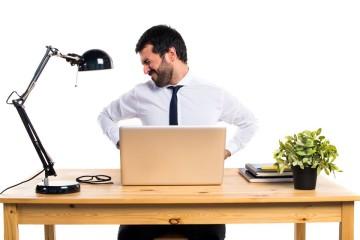 De entre as múltiplas sugestões e conselhos, há uma premissa deveras evidente: quanto menos se mexer mais dores terá. Por isso, se passa muito tempo ao computador, comece por aplicar as rotinas que o quiroprático Pedro Figueiraexplica no livro 'Acabe com as Dores nas Costas'.