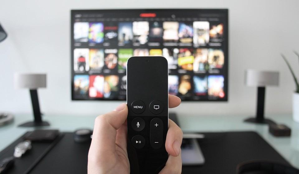 Quando estiver a ver televisão, habitue-se a levantar-se sempre nos intervalos.