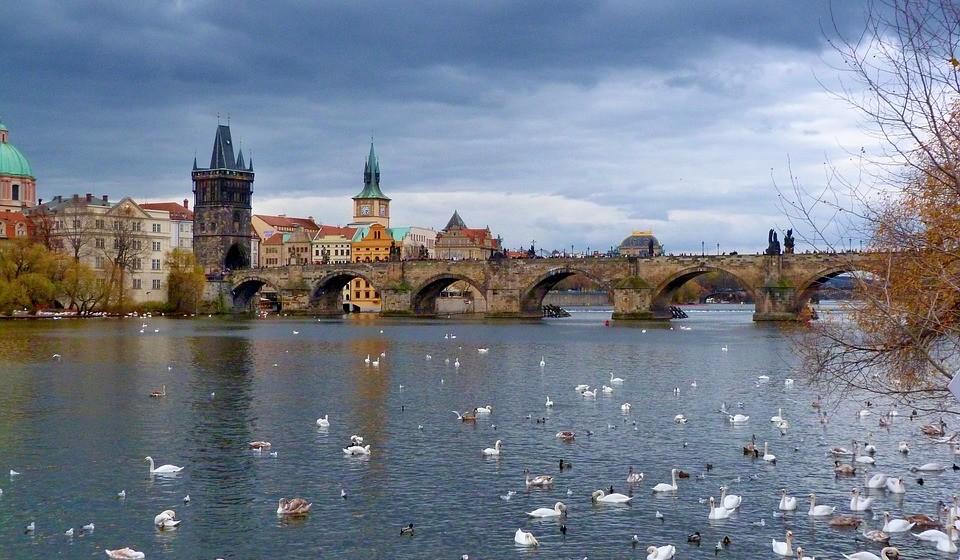 Praga, República Checa -  É a cidade romântica por excelência na Europa, mas também é um destino perfeito para as suas férias da Páscoa. As pessoas de Praga adoram a Páscoa e têm um dos mais importantes mercados da Páscoa: o Mercado de Páscoa de Praga na Praça da Cidade Velha.