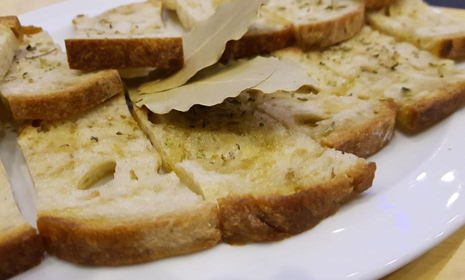 A tiborna é um pão acabado de cozer e a sair do forno que se rega com azeite de boa qualidade.