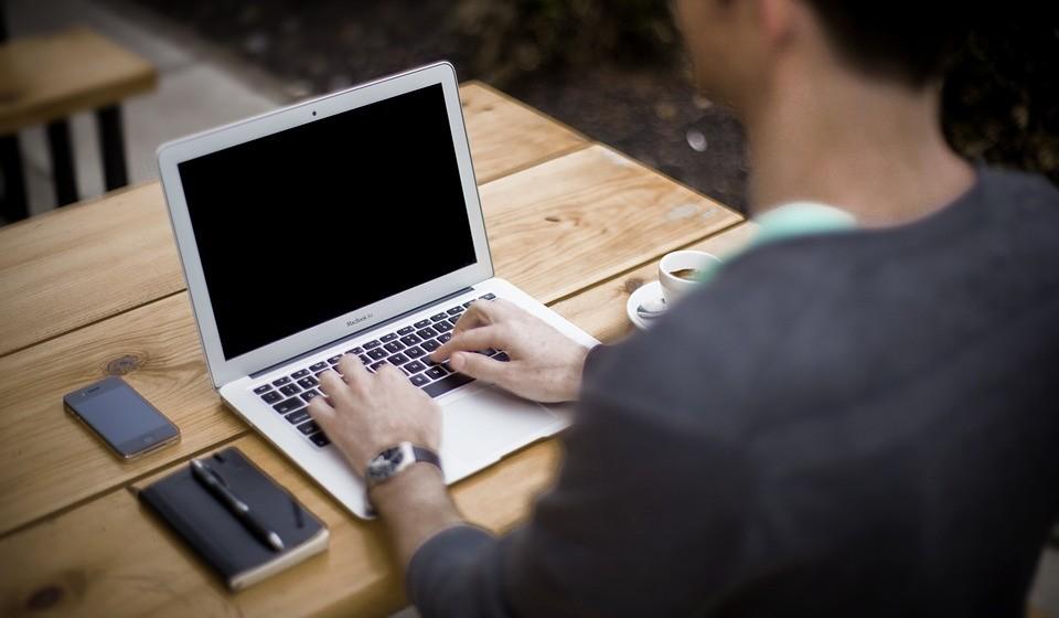 Para trabalhar à frente de um computador, é necessária uma postura correta.