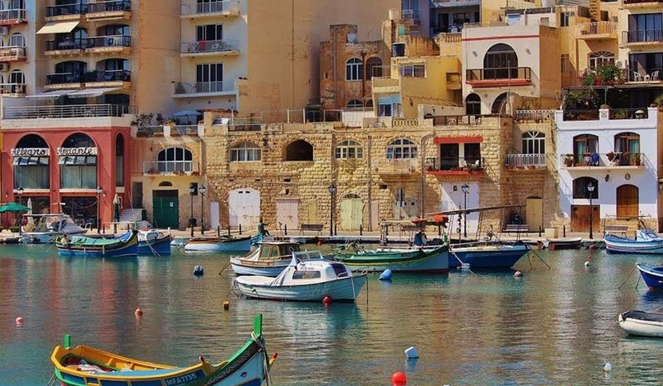 Valletta, Malta - A Páscoa na ilha de Malta é um evento obrigatório. Para aqueles que querem viver a Páscoa de forma tradicional, Malta e especialmente Valletta são destinos perfeitos. A segunda-feira de Páscoa é quando os malteses se encontram em família e as crianças recebem ovos de chocolate. Se gosta de observar golfinhos comemore a Páscoa na ilha de Gozo, localizada a poucos quilómetros de distância!
