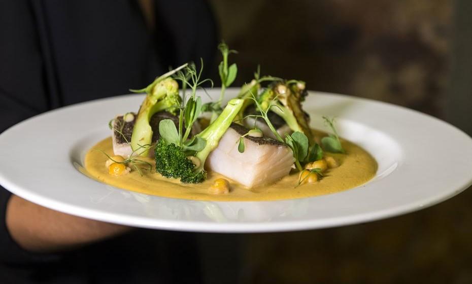 Bacalhau com brócolos e puré de grão.