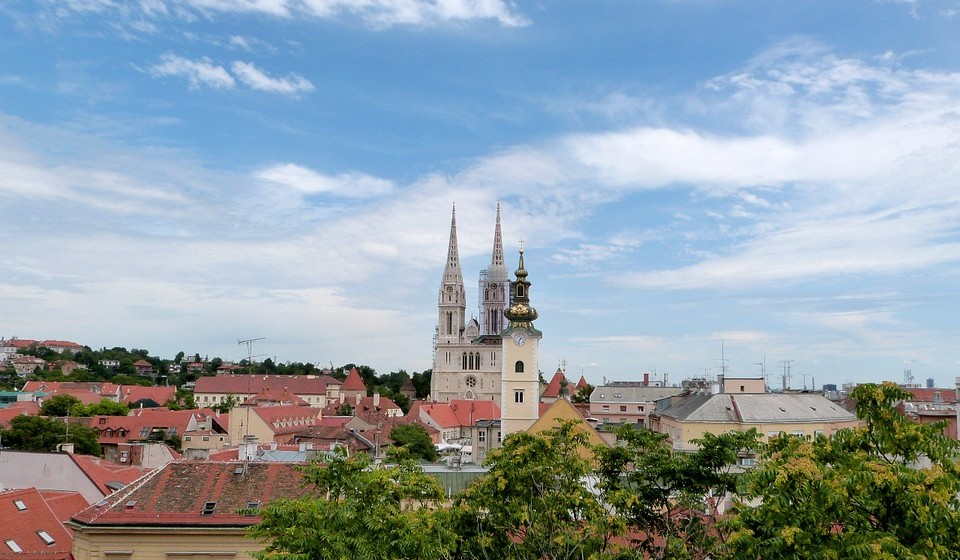 Zabreb, Croácia – Este é um dos destinos mais elegantes da Europa nos últimos anos! É um destino perfeito para uma viagem pela cidade. Vá às compras e aproveite os belos terraços e parques na Páscoa.