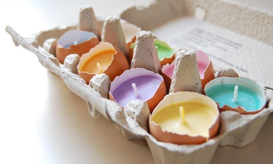 E para terminar uma ideia original e ecológica: utilizar a cascas do ovo, para fazer velas e reutilizar as caixinhas de ovos como suporte.  fonte: http://blog.studioarco.design/