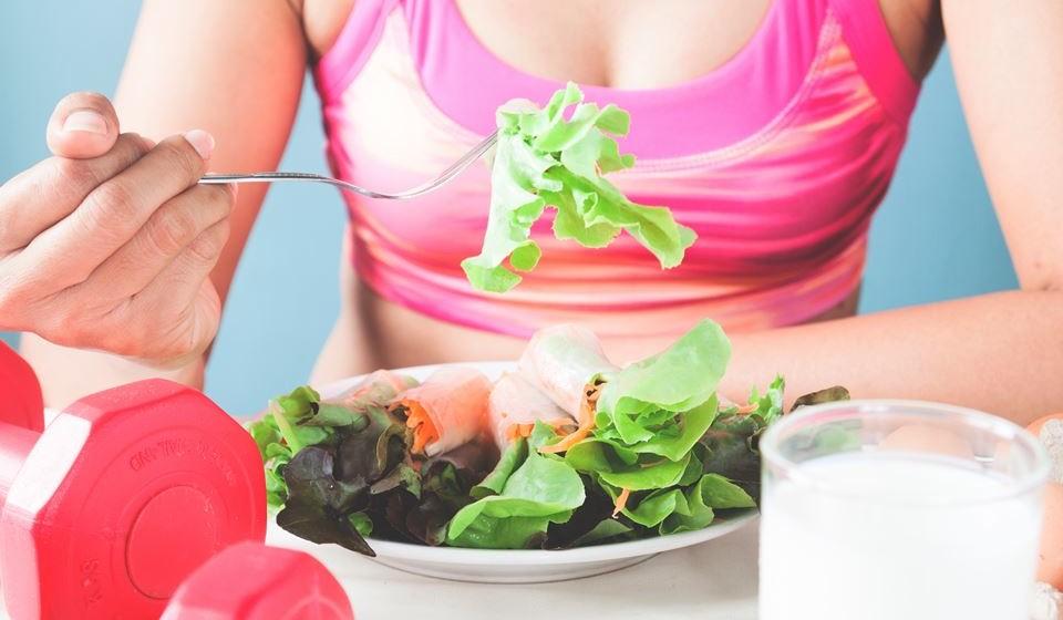 Os alimentos chamados de superalimentos, devido aos altos níveis de nutrientes que contêm, não são só benéficos para a saúde através da prevenção de doenças, mas também para uma maior propensão ao desenvolvimento de músculo e na recuperação pós-treino. Fique a saber quais são.