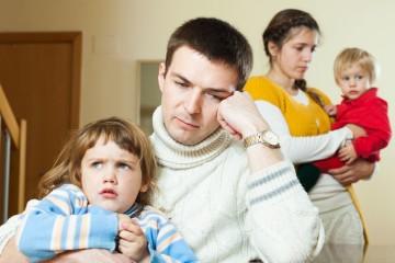 O conflito parental quotidiano – e não só os maus tratos físicos e emocionais - pode afetar o processamento emocional de crianças, com efeitos negativos potencialmente duradouros. Especialmente às mais tímidas. Informação a reter por altura em que se celebra o Dia Internacional das Crianças Vítimas de Agressão, a 4 de junho.
