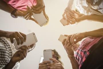 Tentou afastar-se. A sério que tentou… mas não conseguiu! Os alertas constantes de emails, sms e mensagens de redes sociais são difíceis de resistir. E, quando dá por isso, lá está novamente a navegar no seu smartphone. Quer acabar com este ciclo? Veja de seguida algumas medidas.