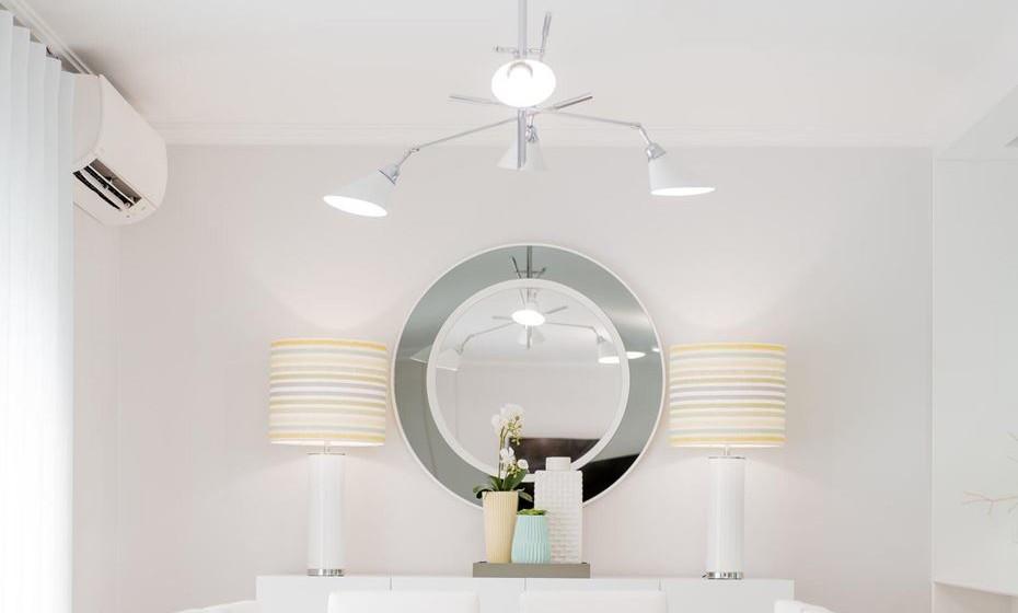 Abatjours grandes e altos, difundem mais a luz. São o ideal para preencher uma parede de grande dimensão. Fonte: www.angelapinheiro.pt