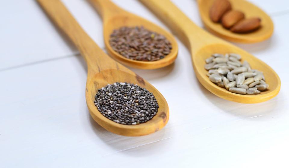 Tal como as nozes, as sementes têm grandes quantidades de vitamina E e ómega-3.