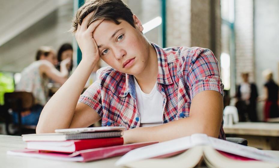 Além dos sintomas de stress comuns, como dores de cabeça ou ataques de pânico, há sinais menos óbvios que se revelam no corpo e que deve conhecer. Veja de seguida alguns sinais de stress surpreendentes.