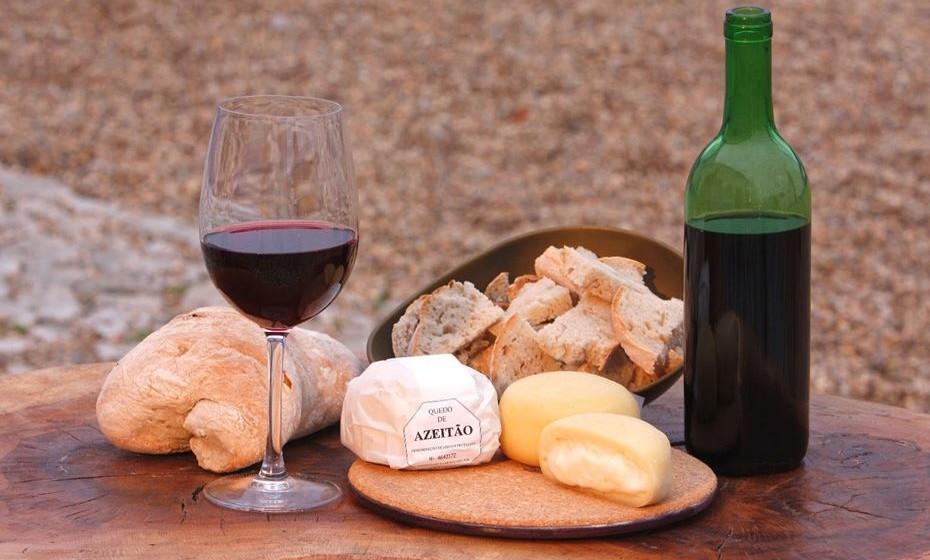 Na região pode comer o famoso queijo de Azeitão.