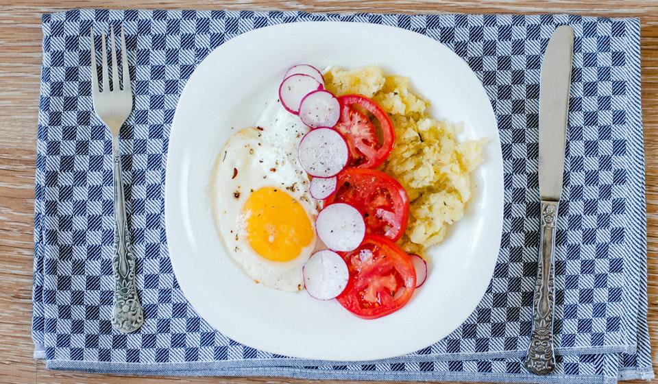 Ovos. Este alimento tem cerca de 10% da recomendação diária de vitamina B6.