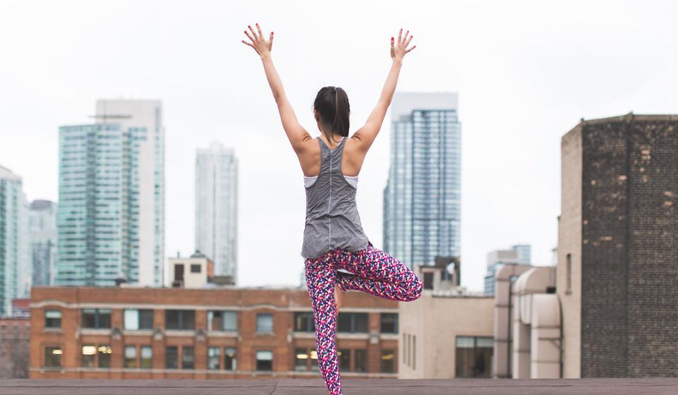 Pratique exercício físico. Não faça só exercícios localizados. Treine todo o corpo se pretende ver resultados mais eficazes. De acordo com alguns estudos, fazer diferentes tipos de exercícios para várias zonas do corpo torna-se mais eficaz do que se trabalhar apenas uma área específica.