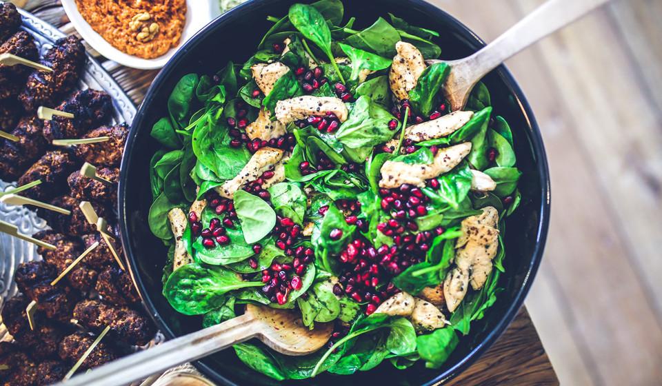 Espinafres. A vitamina B6 ajuda na produção de anticorpos, combatendo infeções e doenças. Contudo, os espinafres têm outros nutriente igualmente importantes, tais como vitamina A, C e ferro.