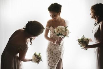 Maio é o mês dos casamentos, altura escolhida para celebrar o amor de muitos casais. Se vai a um casamento, pois saiba que não é só com a roupa que podemos cometer erros enquanto convidados. Veja uma lista das falhas mais comuns e saiba como evitá-las.