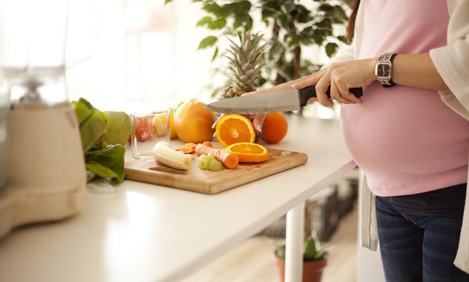 A infertilidade feminina e a masculina têm origem em várias causas. Segundo a Associação Portuguesa de Fertilidade, existem formas de prevenção simples que podem evitar situações que comprometam a fertilidade no futuro. Nos casos mais complexos, é aconselhável o acompanhamento de um médico e de um tratamento personalizado. Veja de seguida formas de prevenir a infertilidade.