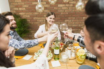 Brancos, rosés, cítricos, frescos… se quer fazer boas harmonizações vínicas na estação quente, veja as sugestões que temos para si. Com diferentes características, são dez sugestões que combinam com vários tipos de pratos. Tchim, tchim.