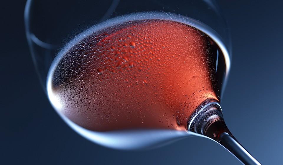 Quando for comer fora, corte no consumo de bebidas alcoólicas, pois o álcool é um estimulante e pode agravar os sintomas de bexiga hiperativa;