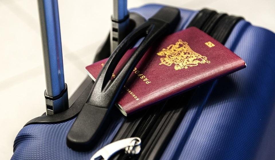 Em viagens longas, leve absorventes e uma muda de roupa;