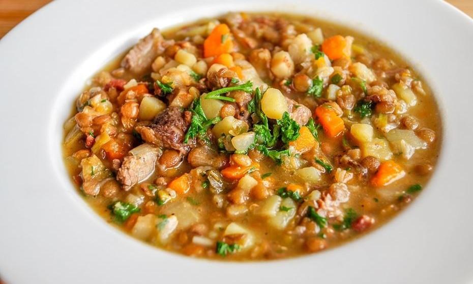 Leguminosas: 100 gramas de lentilhas cozidas contém 6,6 mg, que é 37% da DDR.