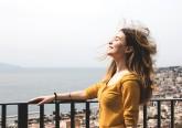 O frenetismo característico do dia a dia faz com que, cada vez mais, o ser humano precise de paz e tranquilidade no final de um dia de trabalho. Queremos, por isso, contribuir com algumas dicas para que seja mais fácil encontrar a felicidade e ter uma vida mais positiva. Inspire-se.