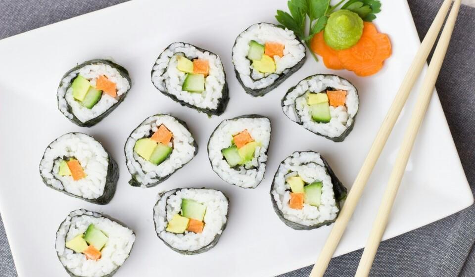 Algas marinhas - No mar pode encontrar muito mais do que peixe. As algas trazem inúmeros benefícios e também podem ser usadas na alimentação. As algas, mais precisamente o nori, costumam ser utilizadas no sushi. As algas marinhas são bastante ricas em cálcio, ferro ou magnésio.