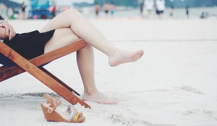 Dores nos pés podem ser sinal de fasceíte plantar
