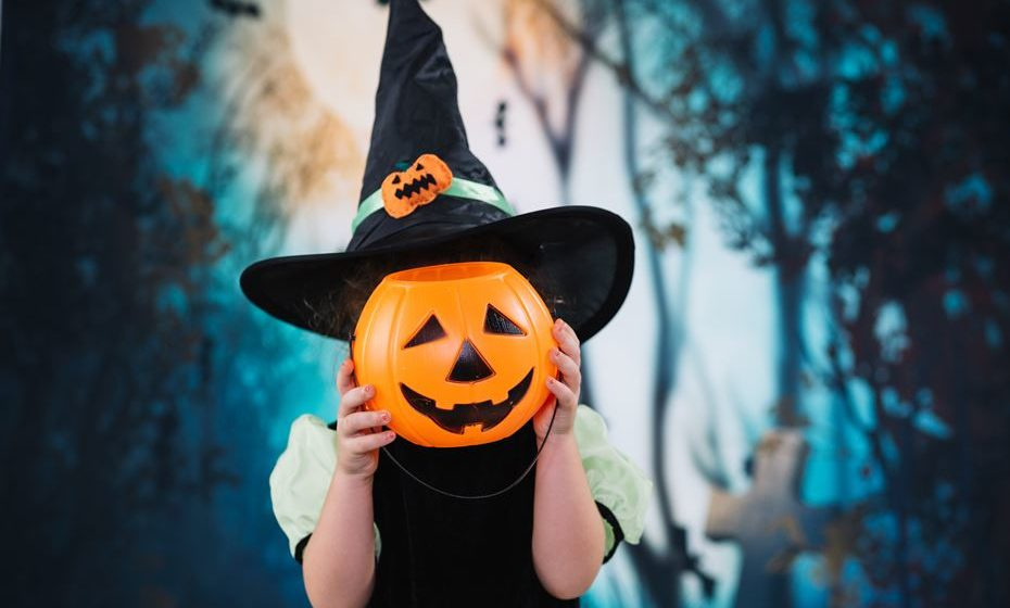 Já falta pouco para a noite mais aterradora do ano. Sem ideias para os seus filhos se disfarçarem no famoso Dia das Bruxas, a 31 de outubro? Estas são algumas das propostas mais populares.