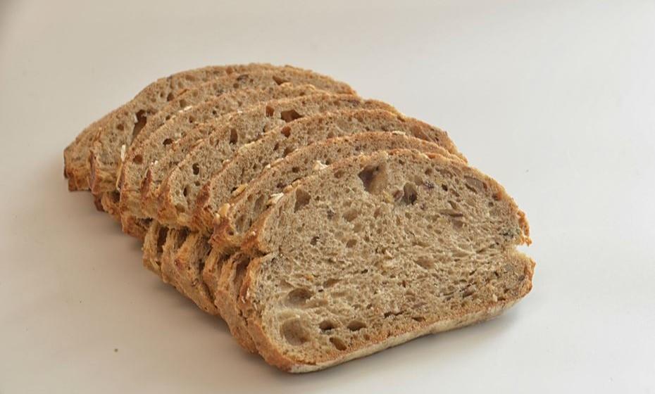 Uma fatia de pão integral (40g)