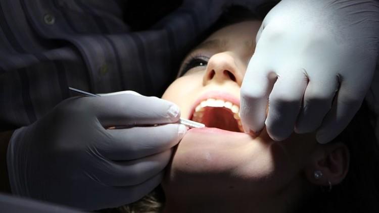 Cerca de um quarto dos portugueses nunca visita o dentista ou apenas o faz em caso de urgência