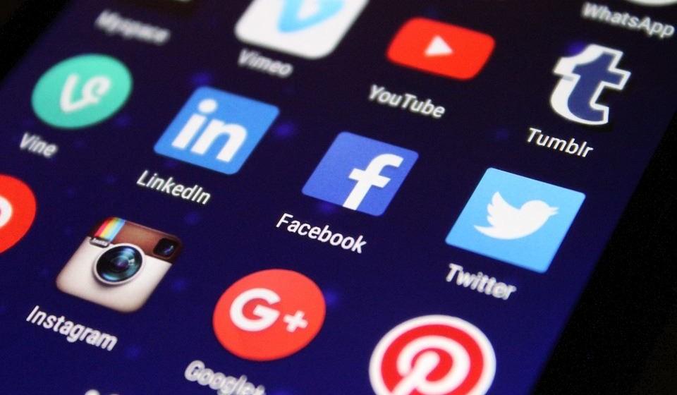 Use os media sociais: visite fóruns, leia blogs, conecte-se com pessoas que partilham dos seus interesses e ficará surpreendido com o quanto de inspiração está por aí. Você pode até encontrar sua próxima oportunidade de carreira.