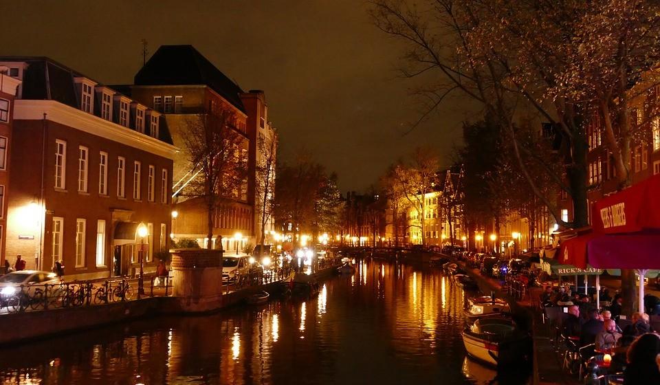 Máximo de C: A sua localização ideal será no centro de uma movimentada capital europeia, perto de bares e discotecas. Que tal um duplex no coração de Amesterdão?
