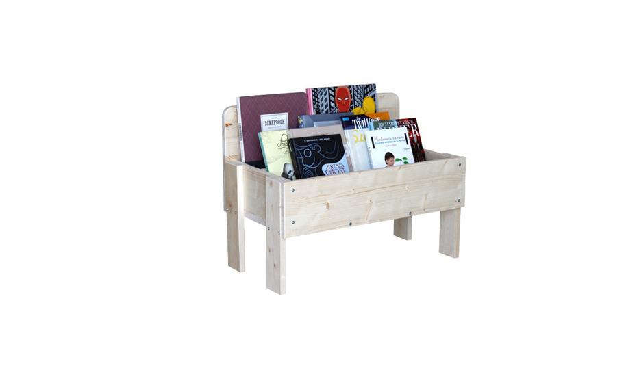 Coloque os livros acessíveis ao nível da crianças.  Opte por colocar estantes que não sejam fixas na parede, mas baixas. Fonte: http://www.woomo.es/