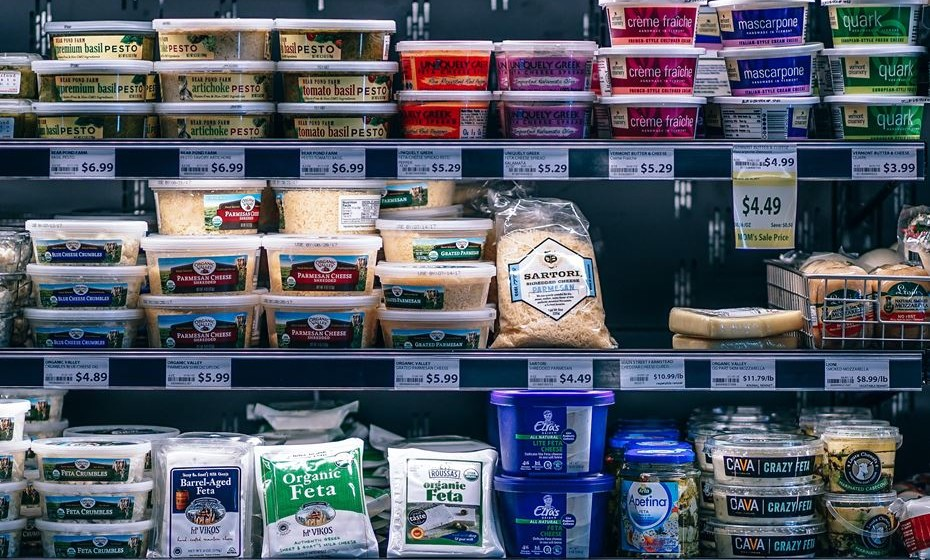 Saber quantas calorias tem um alimento não é propriamente fácil. Nós fizemos as contas e revelamos-lhe 24 snacks com apenas 100 kcal, que pode conjugar da forma que mais lhe aprouver e sem pesar na balança. A revisão técnica é da nutricionista Helena Cid.