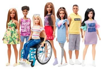 De cadeira de rodas e com prótese: Barbie cada vez mais inclusiva