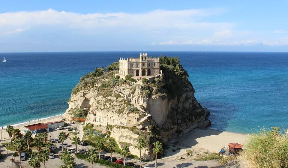 16 – Ilha Bela de Tropea, Itália