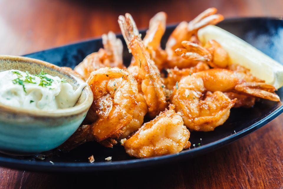 Frito, grelhado, à Guilho, no arroz de marisco… o camarão faz parte das iguarias preferidas dos portugueses. Veja como escolher camarão, segundo as recomendações dos nutricionistas do site Authority Nutrition.